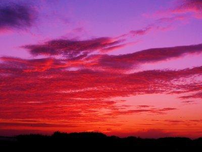Dans le ciel incandescent ...