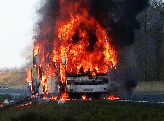 RC Vannes. Le car des rugbymen brûle sur l'autoroute A85