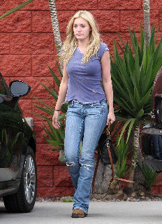 2011 09 23 Amanda Michalka out and about candids in Los Angeles   00001