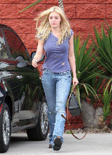 2011 09 23 Amanda Michalka out and about candids in Los Angeles   00002