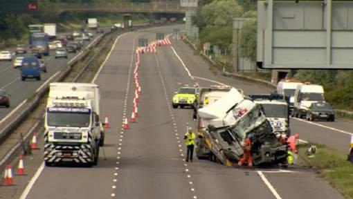 Deux routiers inculpés après la mort de huit personnes sur une route anglaise