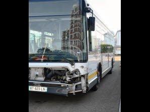 Accident de bus : trois blessés dans une collision
