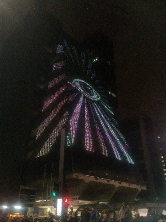Manifestations au Brésil: l'oeil d'Orus sur l'immeuble du FIESP