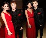 * Dimanche 27 février, Selena était aux Vanity Fair Oscar Party avec Justin Bieber. Découvez une photo de Selena en compagnie de sa mère, portant un Kimono lors de son voyage au Japon ! * - Sui...