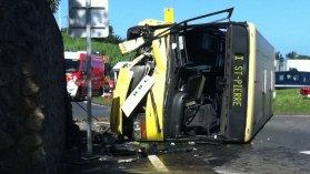 Un bus se renverse à Petite-Île avec 30 passagers à son bord, il y a 11 blessés dont 2 graves... - Outre-mer réunion