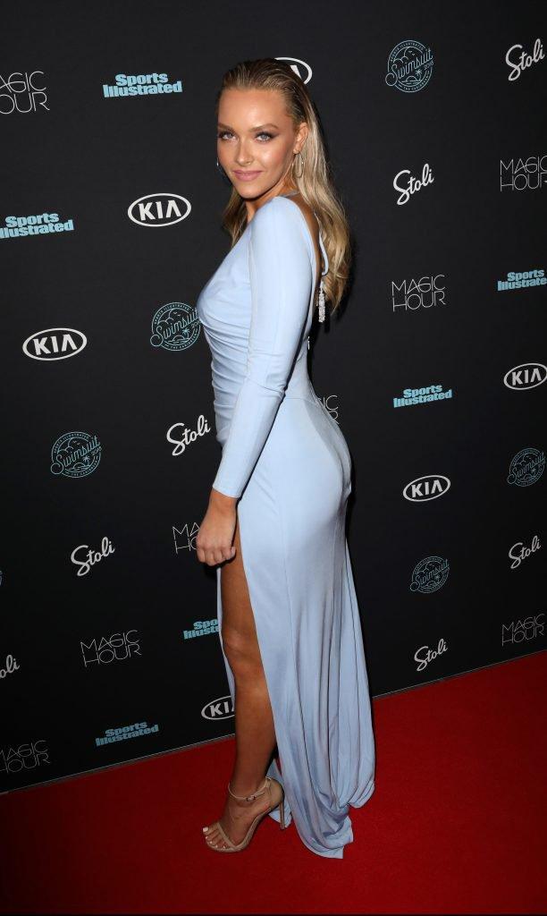 Camille Kostek Sexy (29 Photoss amp; ) – World Sex News