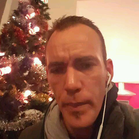 """Petit PaPa Noel"" on Sing! Karaoke from Smule"