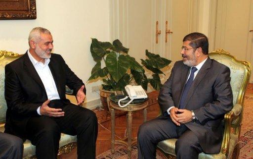 الرئيس المصري يبحث مع إسماعيل هنية سبل تخفيف معاناة سكان قطاع غزة