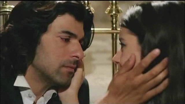 Fatmagul - Aakhir Mera Kasur Kya: Fatmagul and Karim kissing