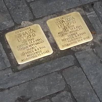 Molenbeek: inauguration de quatre pavés de la mémoire en l'honneur de victimes de la Shoah
