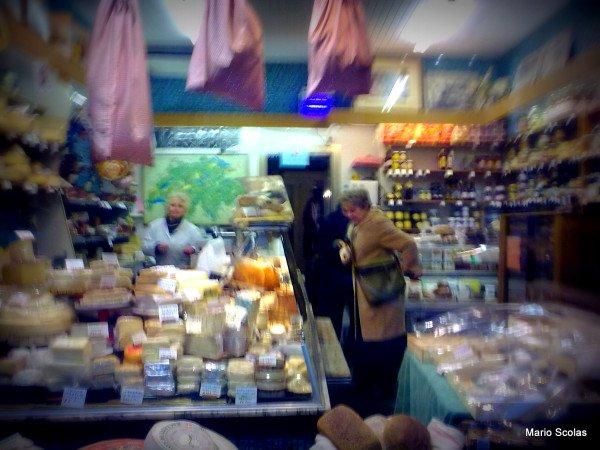 Depuis 1960, Catherine propose ses fromages rue du Midi à Bruxelles