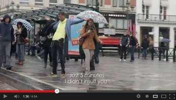 """Stromae """"bourré"""" dans les rues de Bruxelles pour son nouveau clip"""