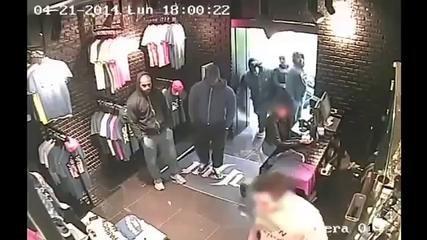 Agression d'un vendeur d'Unküt par Rohff, les images des caméras de surveillance