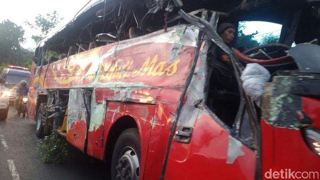 Kecelakaan Tewaskan 10 Penumpang Bus, Polisi: Korban Duduk di Kanan - Berita Harian Indonesia
