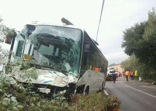 Fire Rescue France: Un mort et deux blessés dans un accident de bus à Collobrières