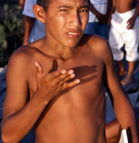 Venezuela adolescent torse nu