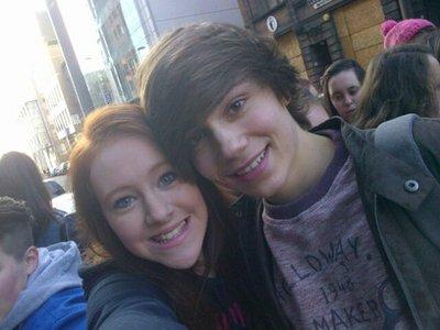 George avec une fan hier à Newcastle