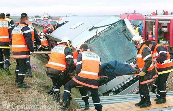14-11-2004 - France - Accident d'un autocar Belge de Modern Car sur...