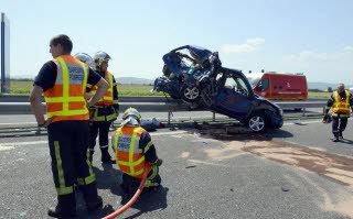 Accident mortel sur l'A89 : le conducteur de l'autocar n'a «pas pu éviter la collision»
