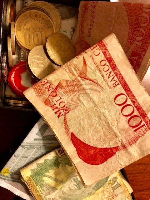 TIPS FOR EXCHANGING FOREIGN CURRENCY