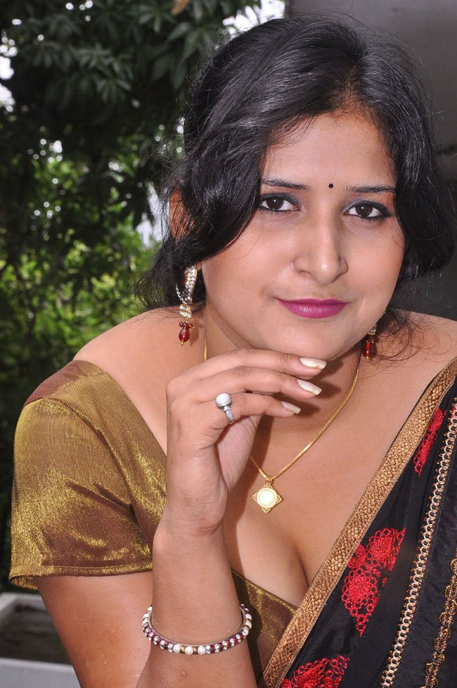 Khushboo Hot Exposing In Saree Aphour Com