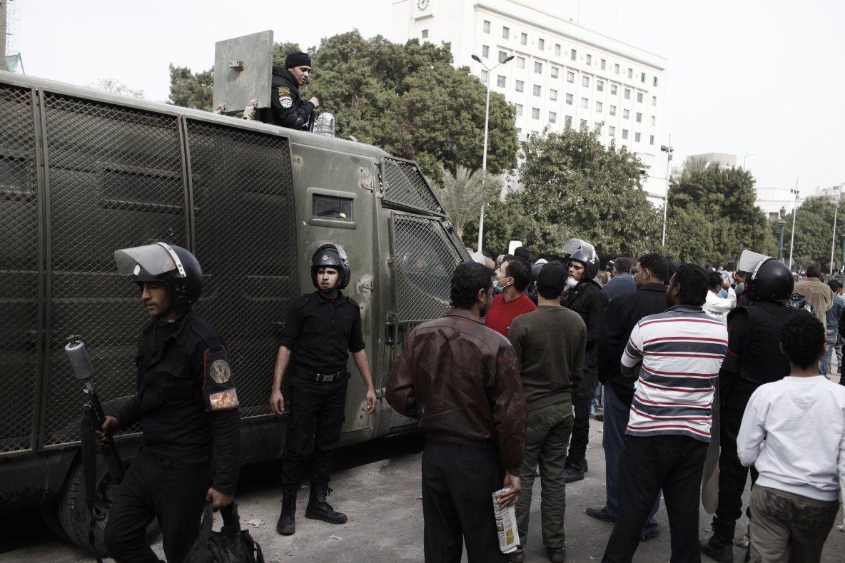 مصر - يزور محتجزًا فيُحتجز.. 211 حالة احتجاز لزائري محتجزين باتهامات سياسية - ساسة بوست