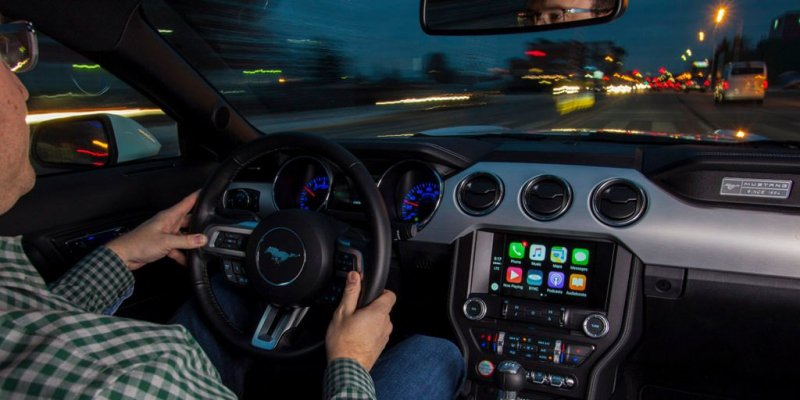 Apple sued for not preventing people from texting while driving