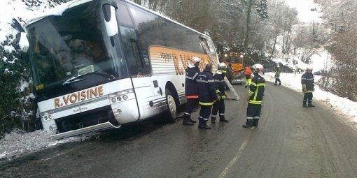 Bus bloqué dans le fossé : pertubations sur la route entre Laruns et Gourette