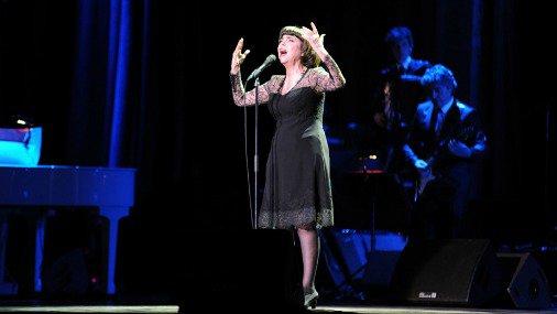 Легендарная Мирей Матье спела для рижан на русском