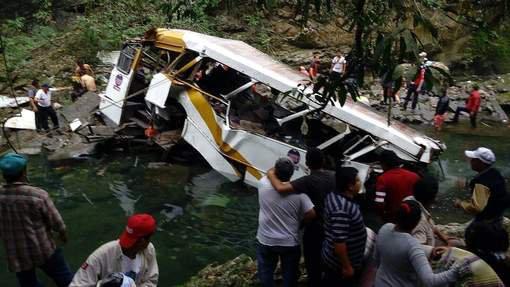 21 morts dans l'accident d'un car transportant des footballeurs