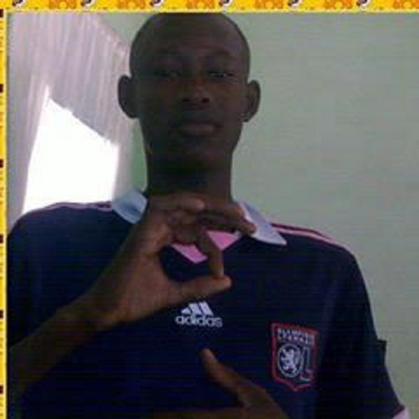 je m'appelle ousseynou mbaye mon blog c'est weuzeuneuz77