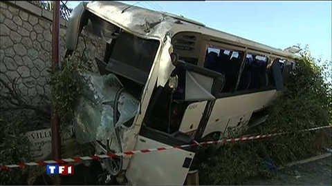 Vidéo Accident de bus à Nice : 26 blessés - Tous les journaux télévisés de TF1 - Actu / Buzz
