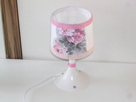 lampe de chevet vintage fleur blanche femme fille décoratif déco chambre déco d'intérieur cadeau femme ou fille : Luminaires par idees-cadeaux-d-ameline