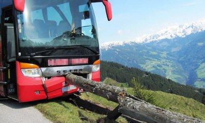 Un Alsacien empêche la chute d'un car et sauve 22 vies
