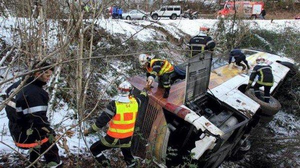 05-02-2012 - Aubertin - un autocar transportant 27 enfants, leurs ...