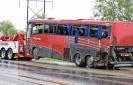 Un autocar s'est renversé dans l'Etat du Texas, aux Etats-Unis, ce samedi. Huit personnes ont perdu la vie et 43 autres ont été blessées. - Google zoeken