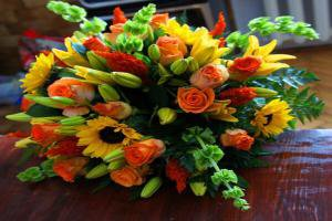 Greet with stunning flowers that are perfect for congratulation