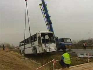 Accident : Un car se renverse : 3 morts, 23 blessés - France - TF1 News