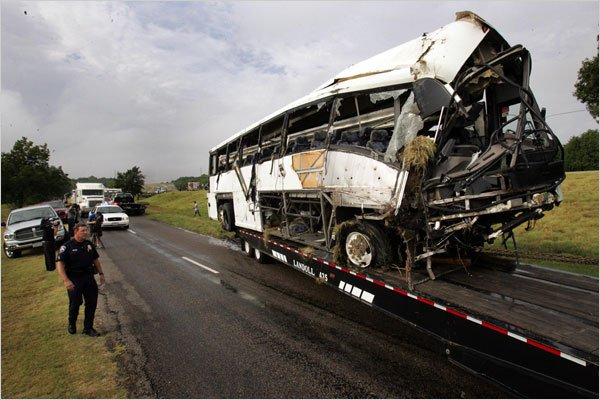13 Reported Dead in Texas Bus Crash - NYTimes.com