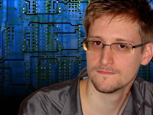 ESPIONNAGE. SOS: Peut-on laisser tomber Edward Snowden entre les griffes du loup ?
