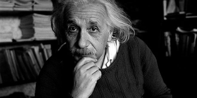 Albert Einstein Photos HD Backgrounds
