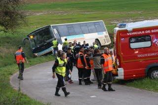 Velleminfroy : un bus scolaire au fossé