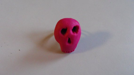 bague tête de mort rose
