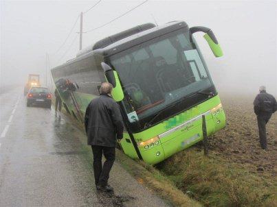 Saint-Just-Malmont: un bus dans le fossé