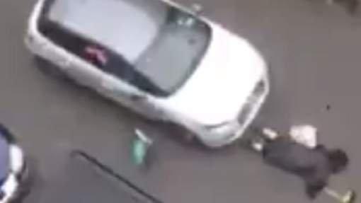 Il force un barrage de police et renverse une femme à Molenbeek: la vidéo choc