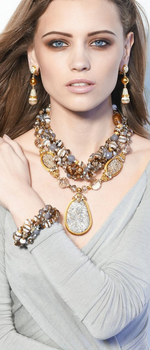 Fabulous Tips for Styling Different Types of Necklaces