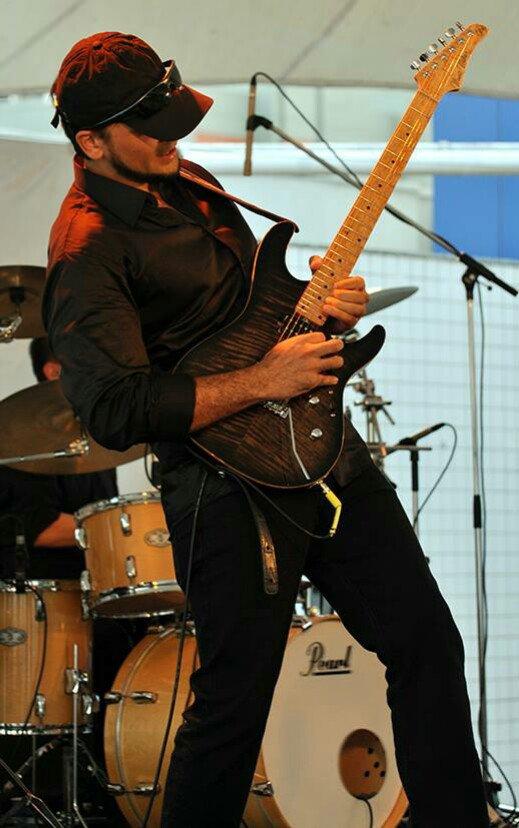 Dallton Santos on gig || DALLTON SANTOS || Official Website