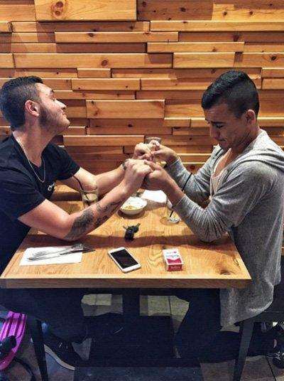 """Nadav Guedj presume de """"Orgullo Gay"""" en el videoclip de Golden Boy para Eurovisión 2015"""