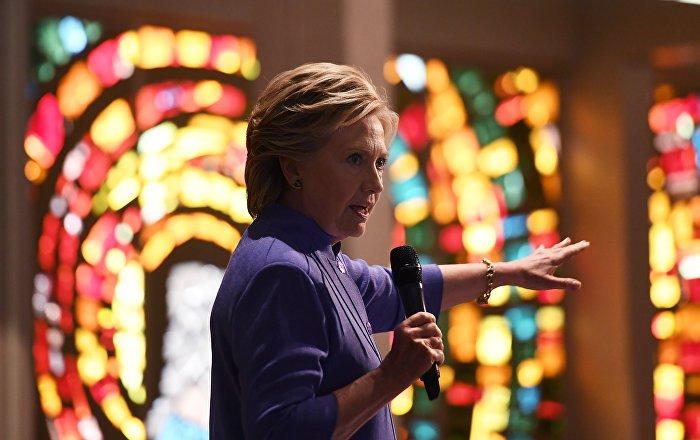 Panique chez les démocrates: le FBI examinera 650.000 courriels de Clinton
