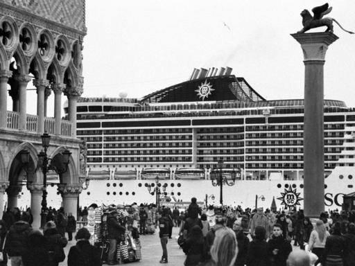 Il sublime terrore delle navi a Venezia